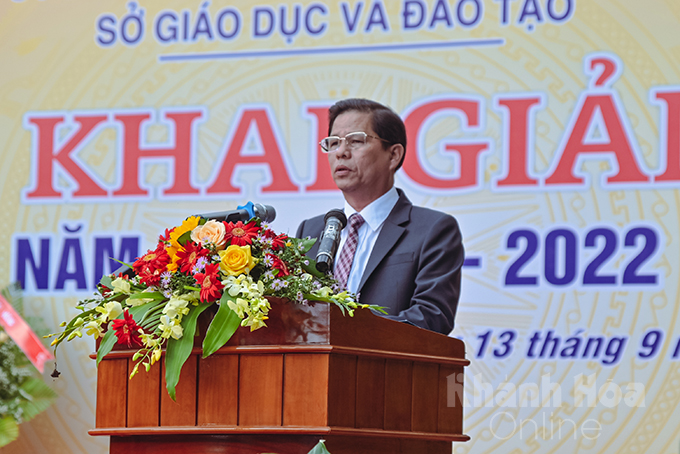 Nguyen Tan Tuan speaking at the ceremony