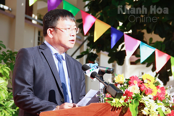 Vo Hoan Hai delivering speech welcoming new school year