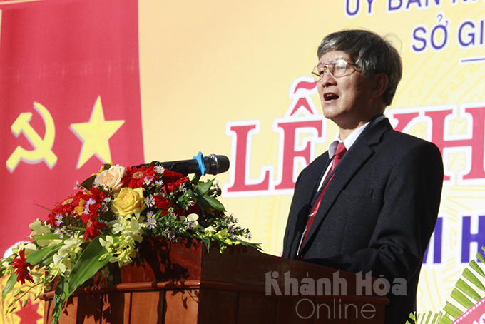 Le Dinh Thuan, Deputy Director of Khanh Hoa Provincial Department of Education and Training, reading the letter from State President to attendees